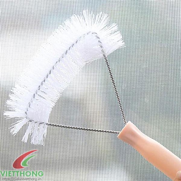 Vệ sinh cửa lưới chống muỗi dạng cố định