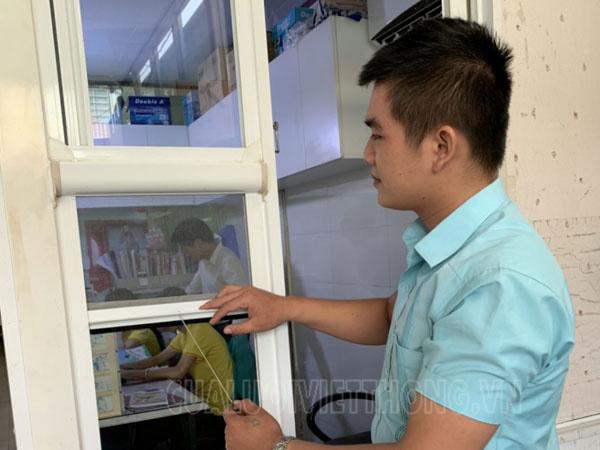 Cửa lưới chống bụi tự cuốn kết hợp ngăn côn trùng