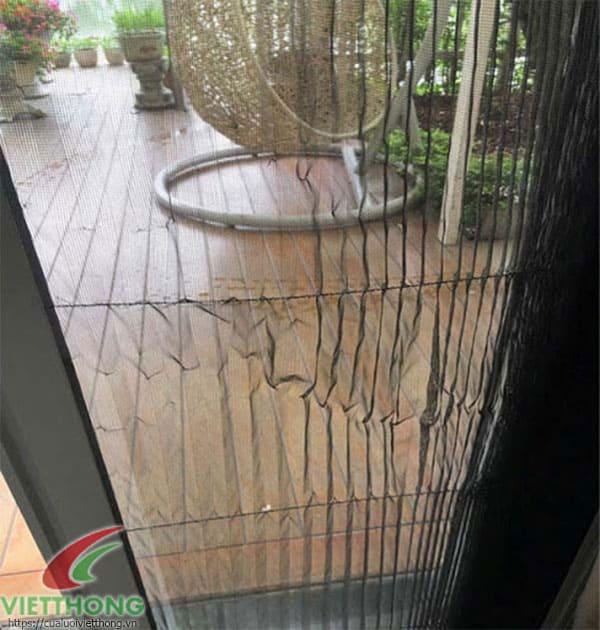 Lưới chống muỗi bị rách mép dán