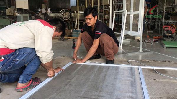 Quy trình sản xuất cửa lưới chống côn trùng cố định