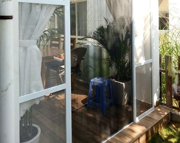 Cửa lưới chống muỗi dạng lùa dùng ở ban công hiệu quả